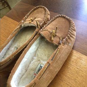 Minnetonka Moccasins slippers